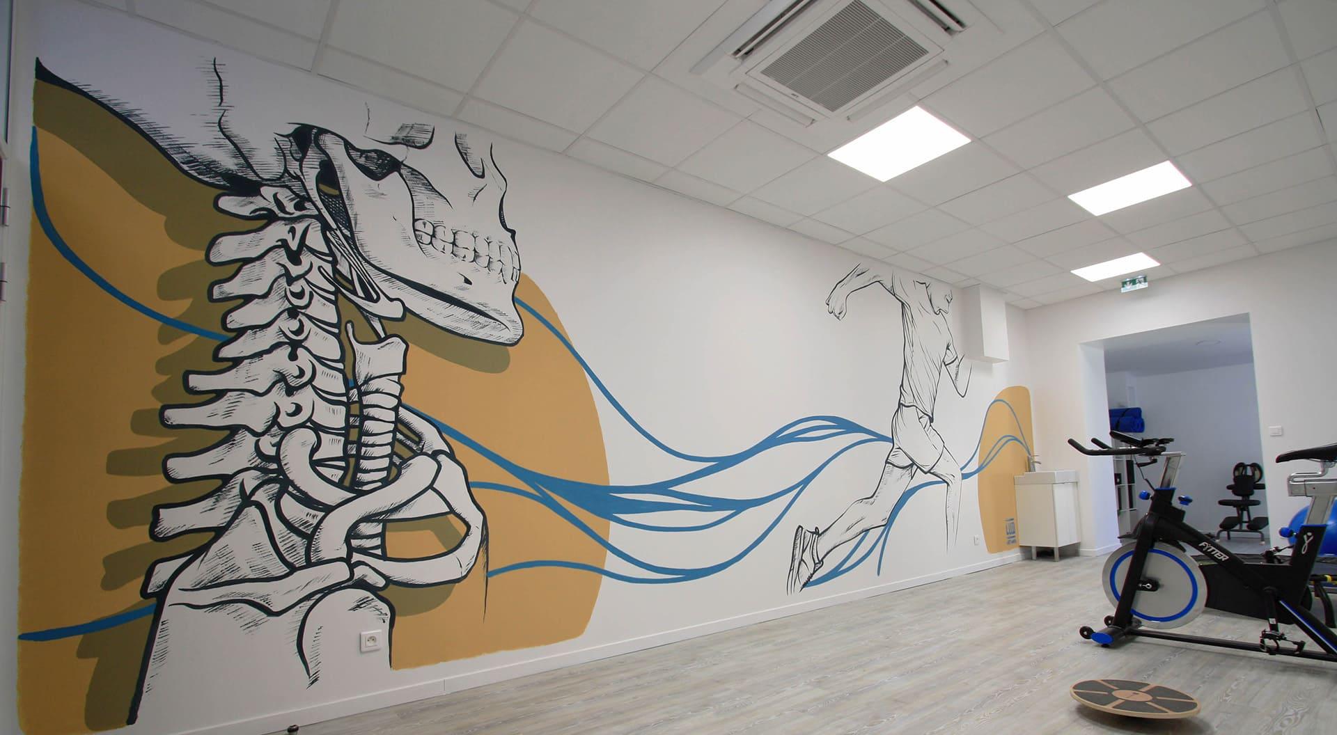 peinture murale squelette anatomie reeducation design courreur