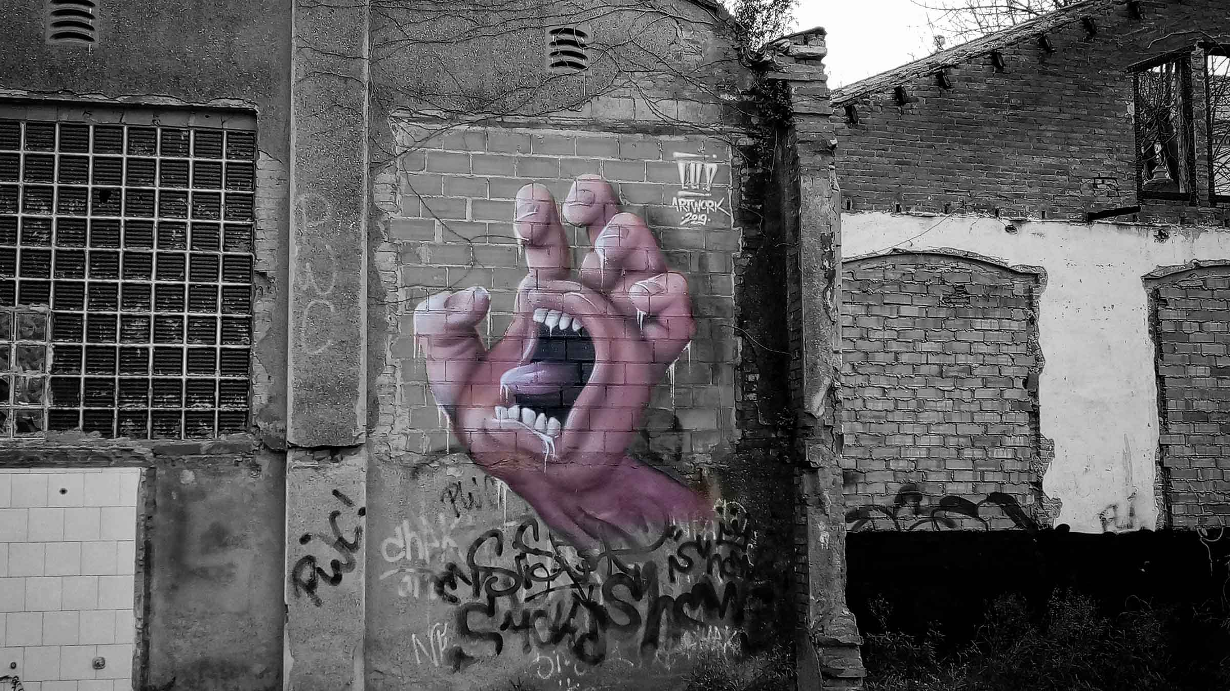 hand graffiti street art